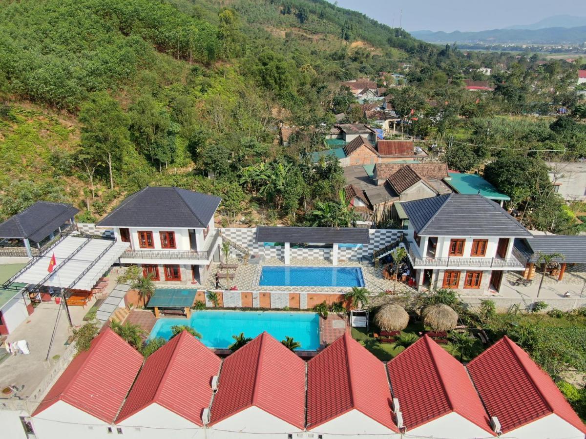 Отель  The Hill Villas