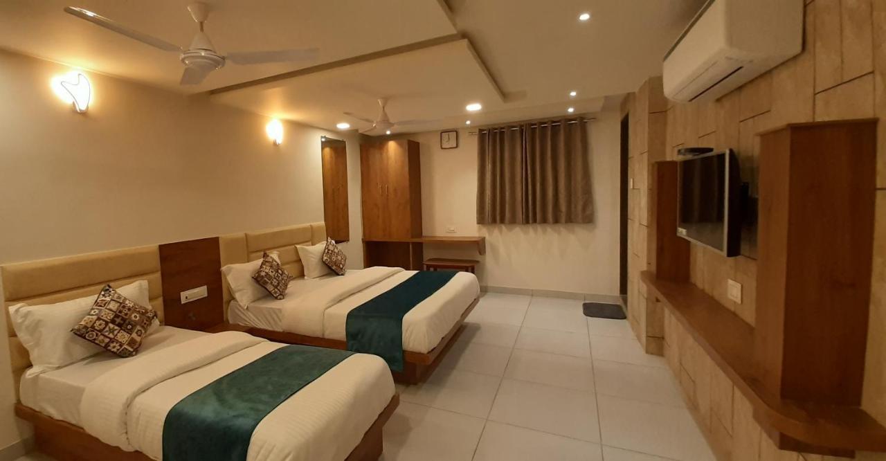 Отель  Отель  Hotel Kinara