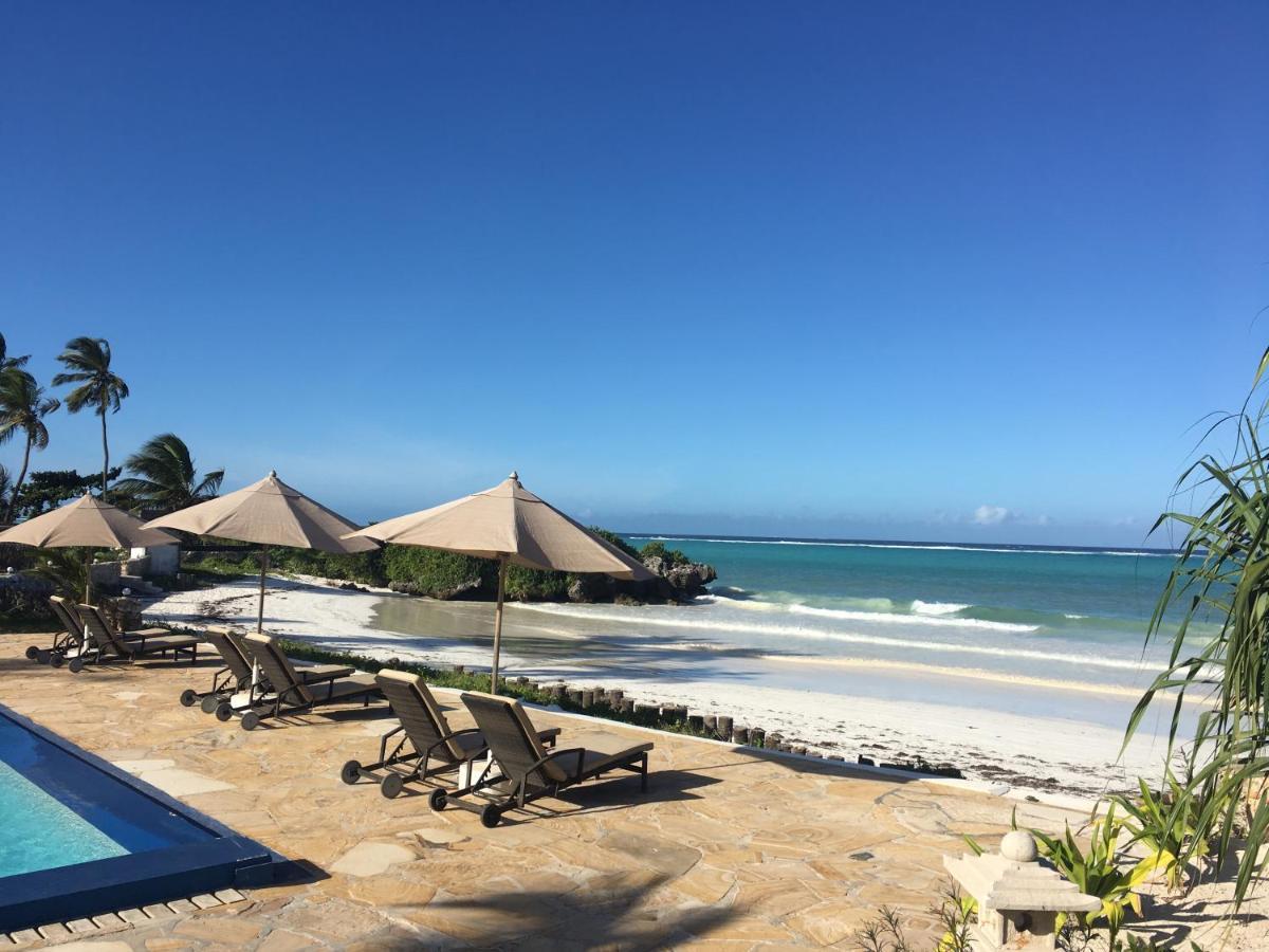 Отель  Jafferji Beach Retreat,