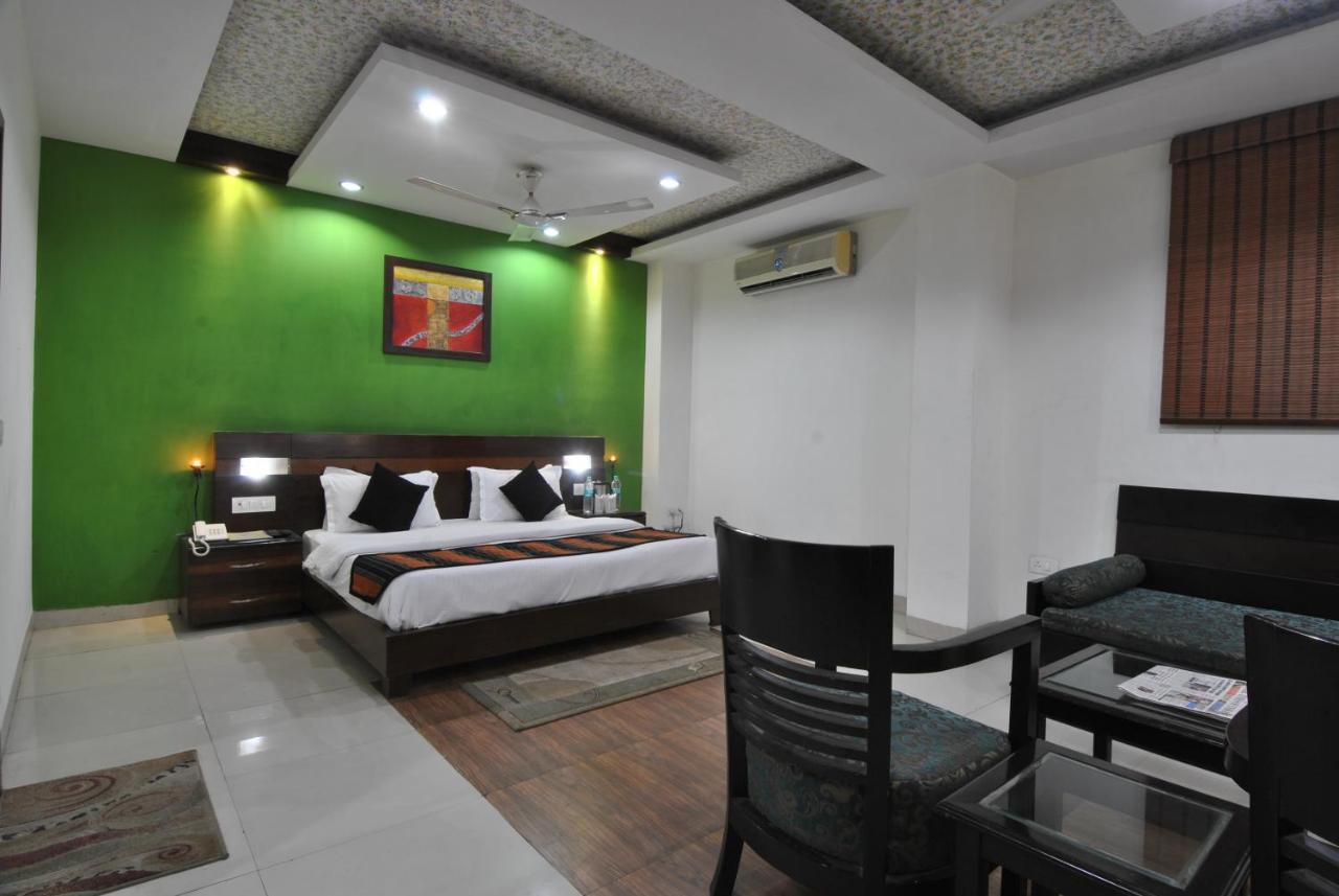 Отель  Hotel Chand Palace