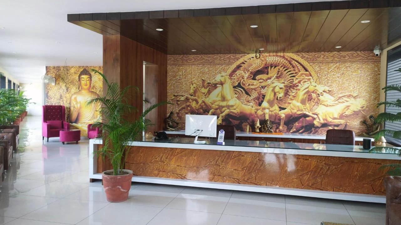 Отель  Rajlaxmi Hotel  - отзывы Booking