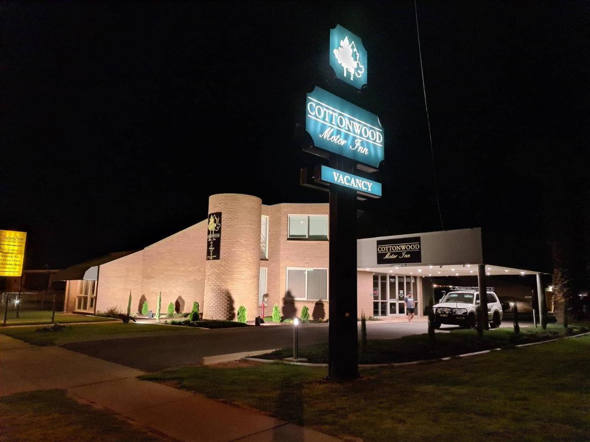 Мотель  Cottonwood Motor Inn  - отзывы Booking