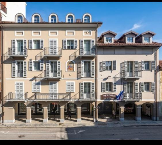 Отель  Hotel & Apartments