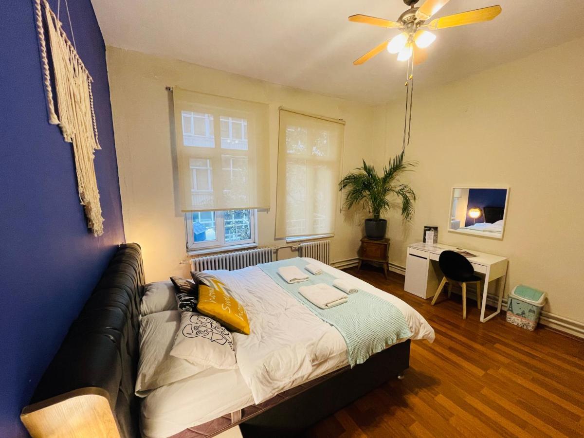 Отель типа «постель и завтрак»  Luxury Big Flat and 50 mt to Taksim Square Free Wi Fi Free Laundry Service  - отзывы Booking