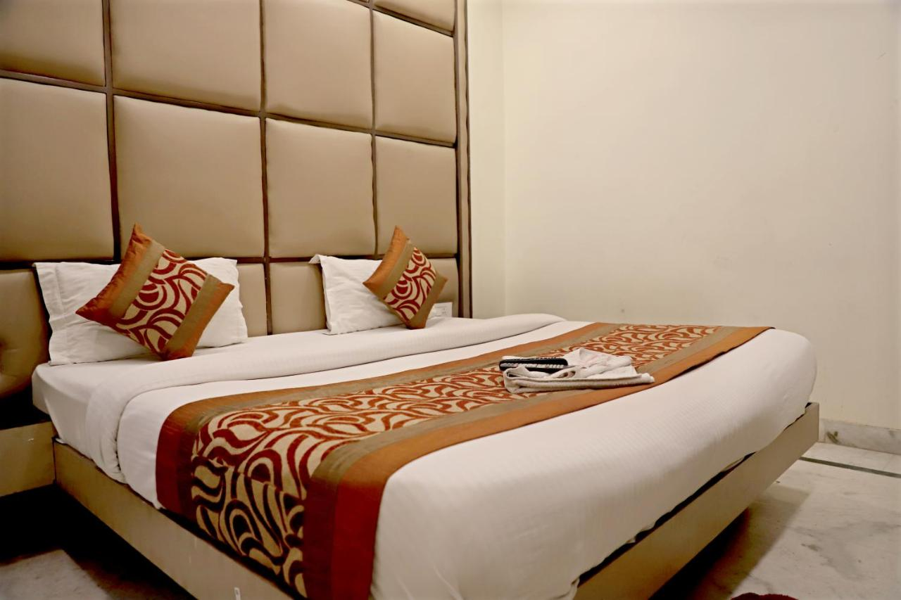 Отель  Hotel Klick Deluxe at New Delhi Railway Station  - отзывы Booking