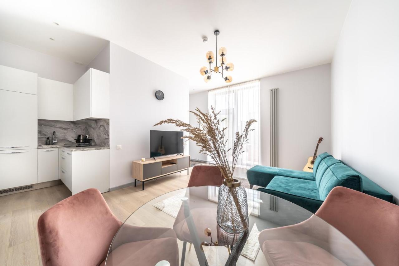 Апартаменты/квартира  New Comfortable 2 Bedroom Cottage w/Big Terrace  - отзывы Booking