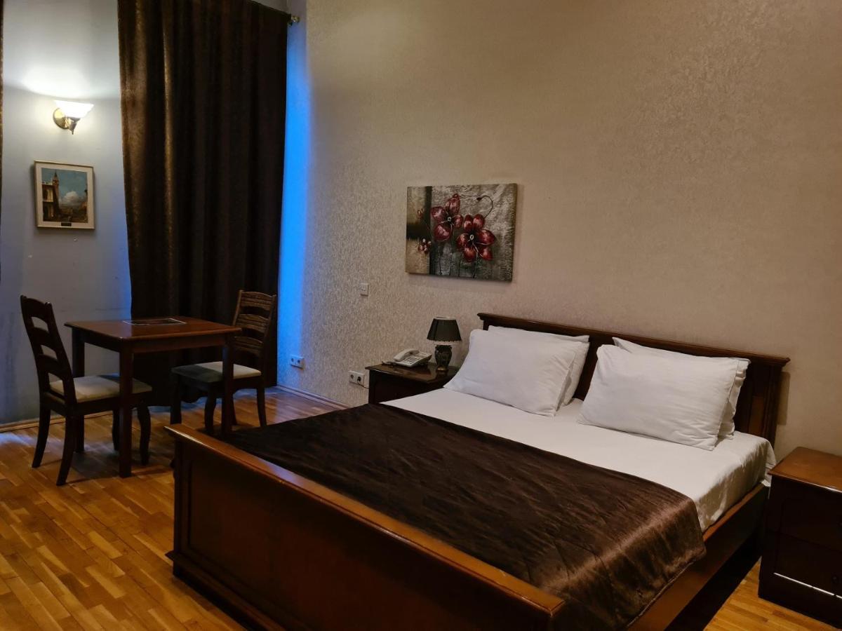 Отель  Nizami Sweet Room Hotel