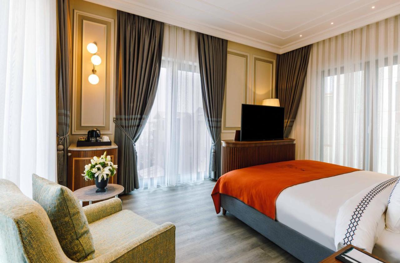 Отель  Amiral Palace Hotel