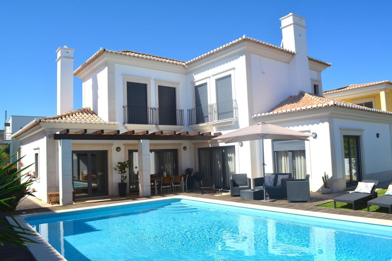 Вилла  Villa With 4 Bedrooms In Faro With Private Pool Enclosed Garden And WiFi