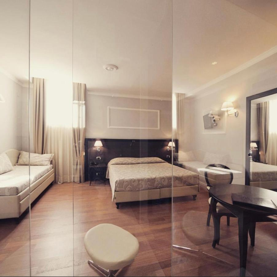 Отель  Hotel Lombardia  - отзывы Booking