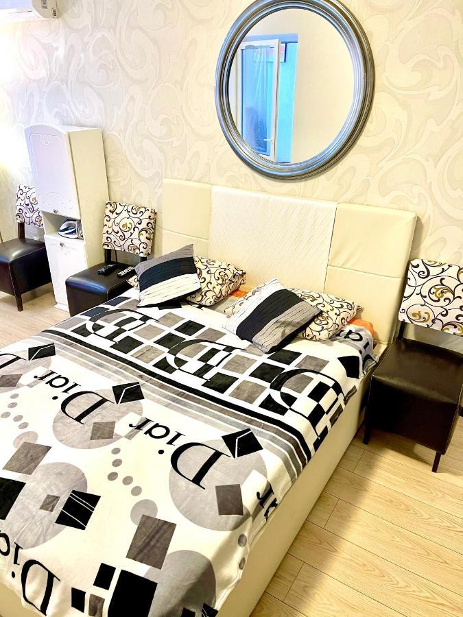 Апартаменты/квартира 1-ком Люкс Золотой Вавилон Малиновского - отзывы Booking