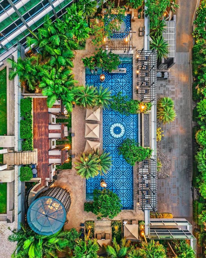 Отель  Отель  Four Seasons Hotel Jakarta