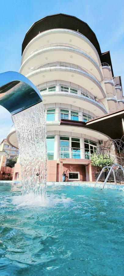Отель Resort Grand Hotel Милоо - отзывы Booking