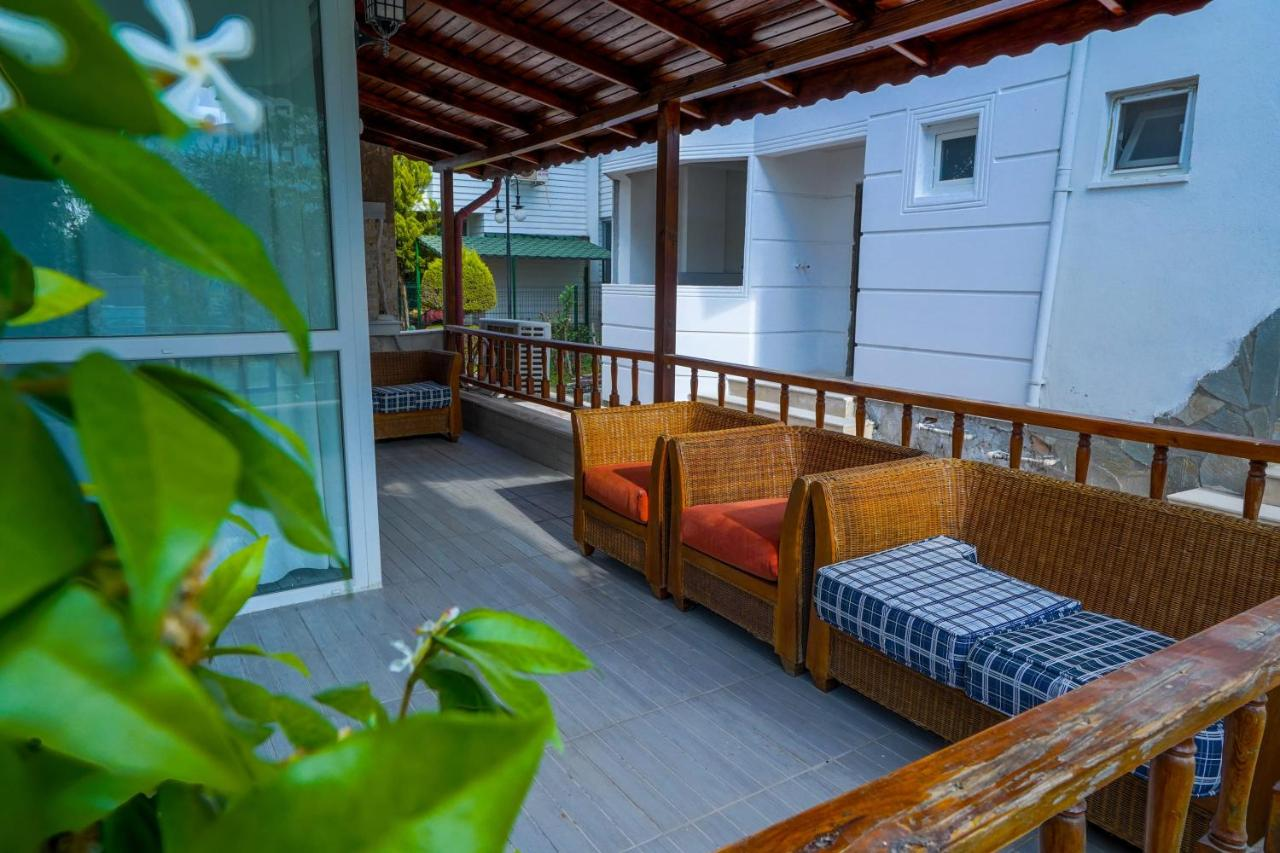 Вилла  Charming Triplex Villa 3 Min Drive to the Beach in Muratpasa  - отзывы Booking