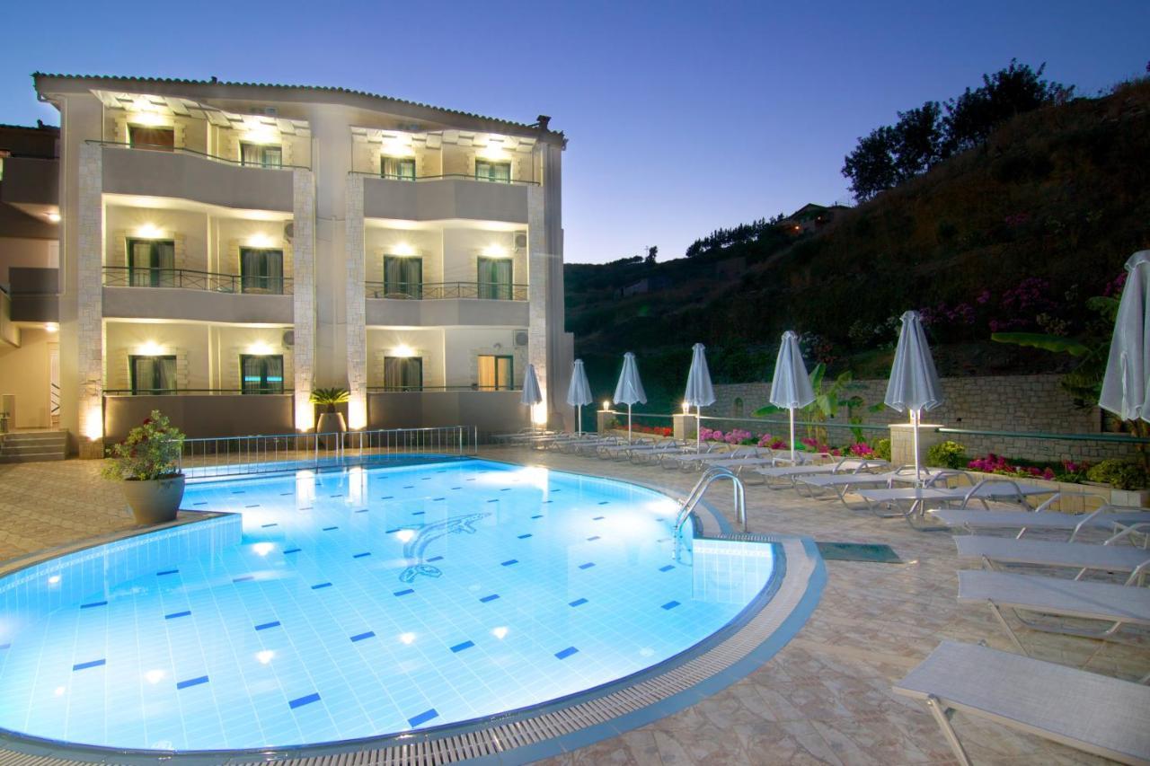 Фото  Апарт-отель Amalia Apartments