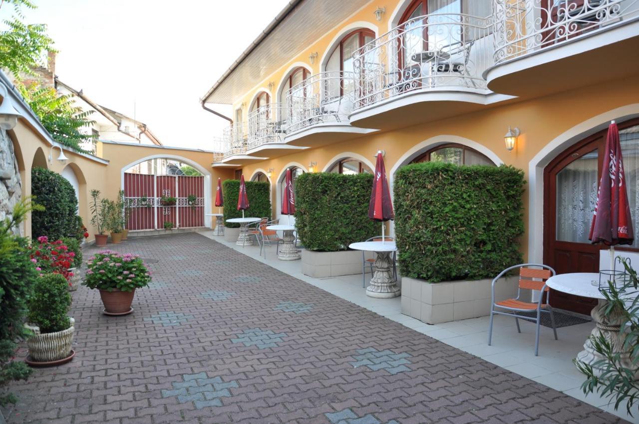 Отель  Hotel Átrium  - отзывы Booking