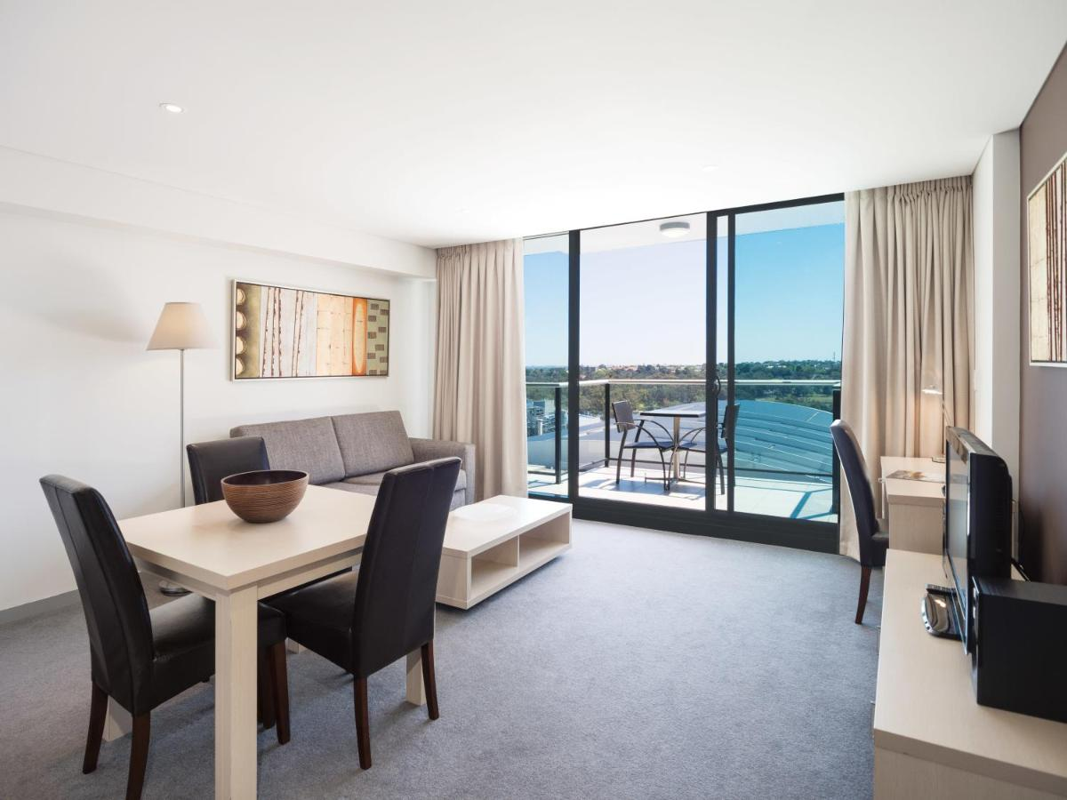 Апарт-отель  Oaks Adelaide Horizons Suites