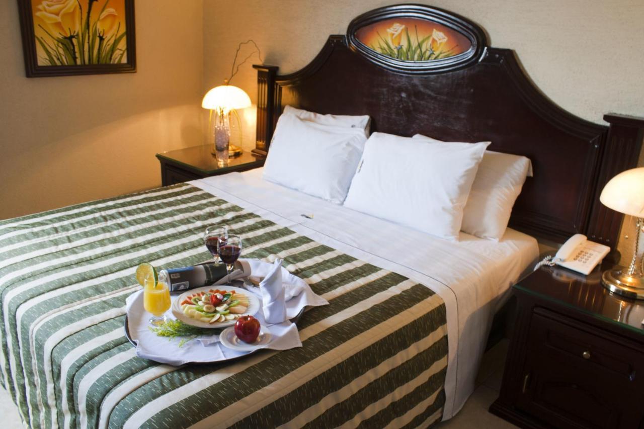 Отель  Hotel Casino Plaza  - отзывы Booking