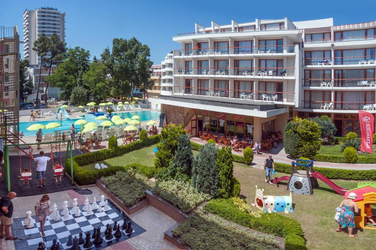 Вид на бассейн в Mercury Hotel-Premium All Inclusive или окрестностях