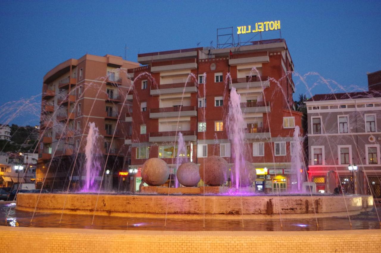 Фото Отель Hotel Lux Vlore