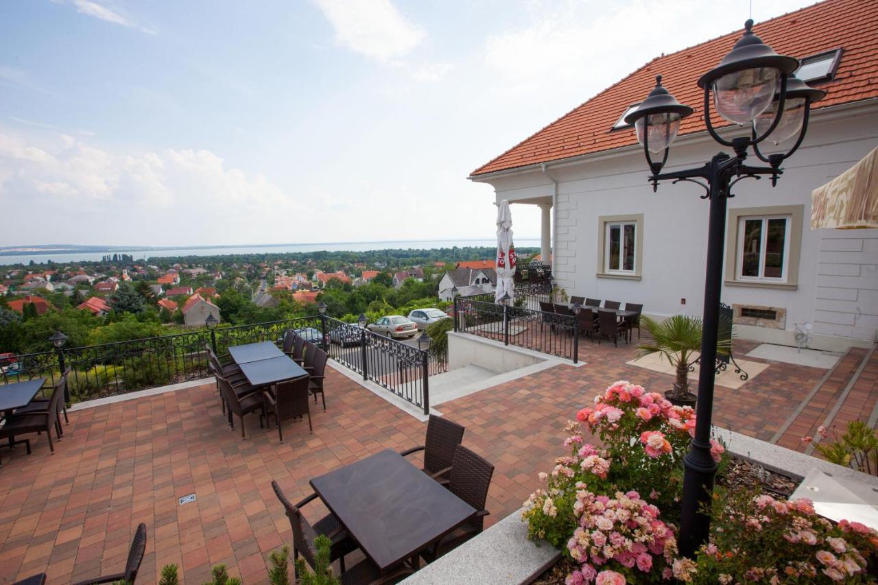 Отель типа «постель и завтрак»  Zenit Hotel Vendégház  - отзывы Booking