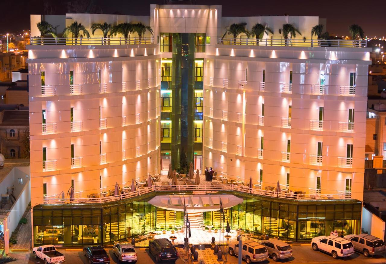 Отель  Отель  Aronani Hotel