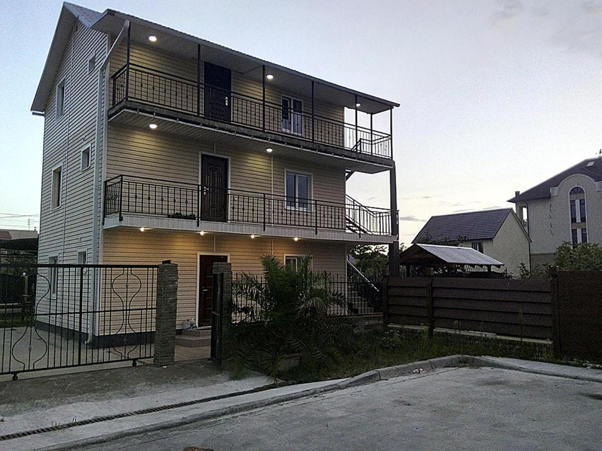 Гостевой дом  Guest House Mirny с бассейном