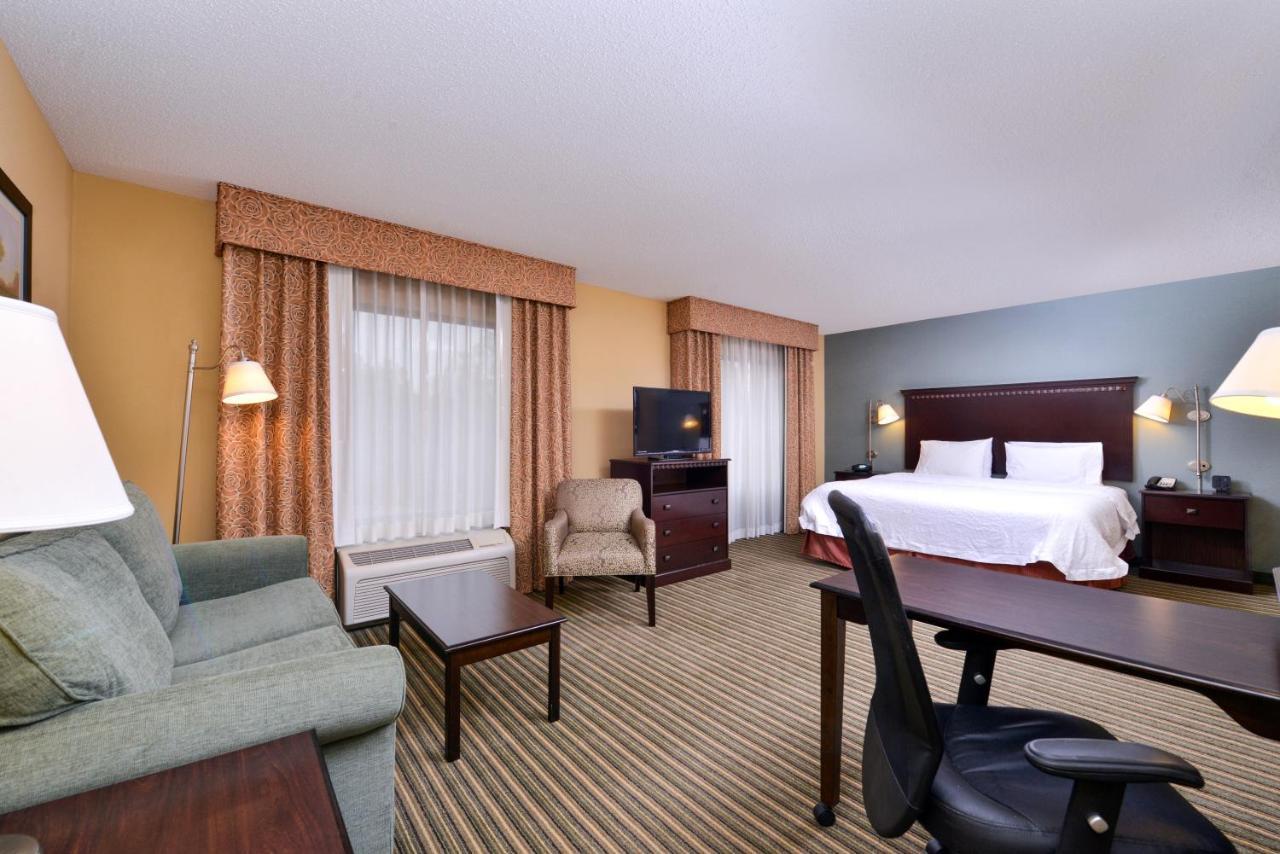 Отель  Отель  Hampton Inn & Suites Fort Belvoir Alexandria South