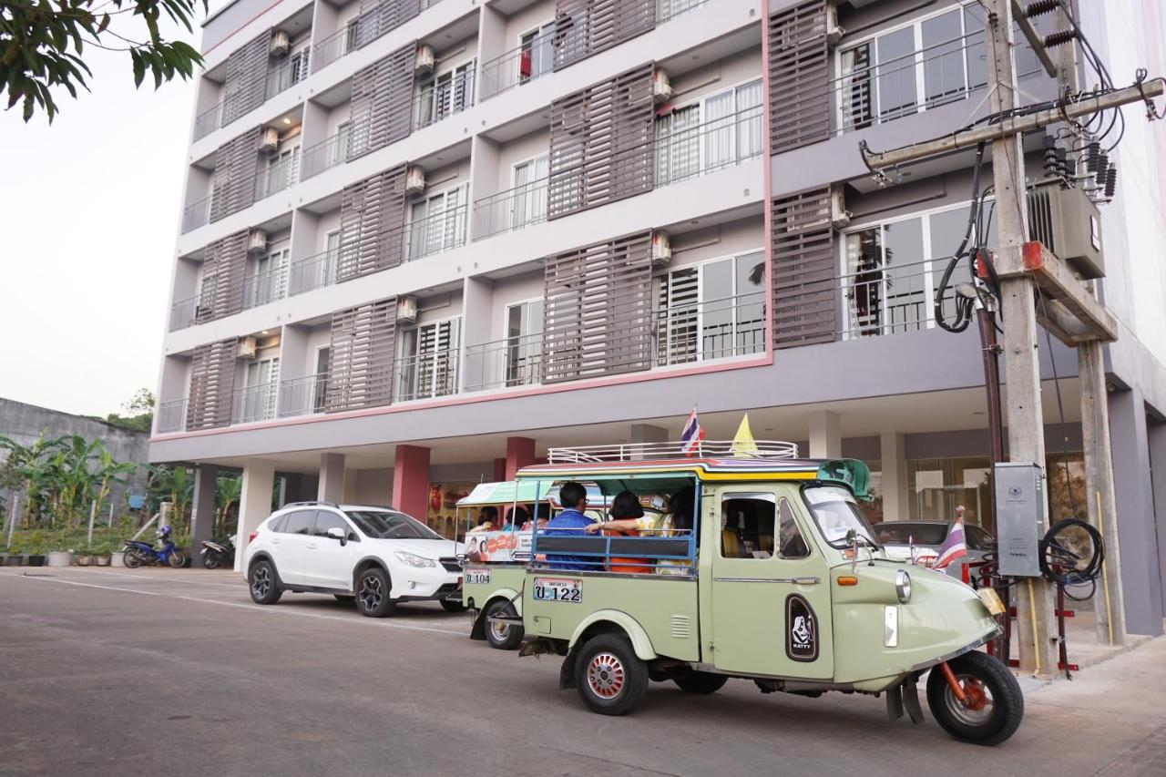 Апарт-отель  Chompu Nakarin Apartment  - отзывы Booking