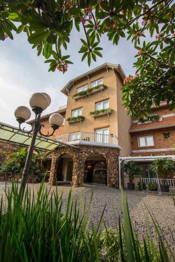 Отель  Отель  Hotel Villa Morra Suites
