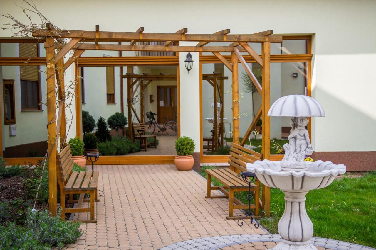 Отель  Hotel Corvinus  - отзывы Booking