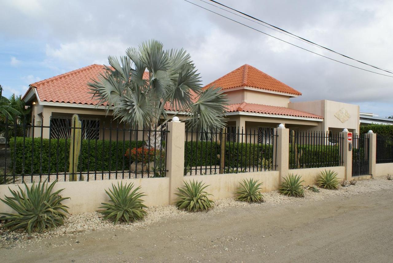 Вилла  Aruba Palm Beach Villa