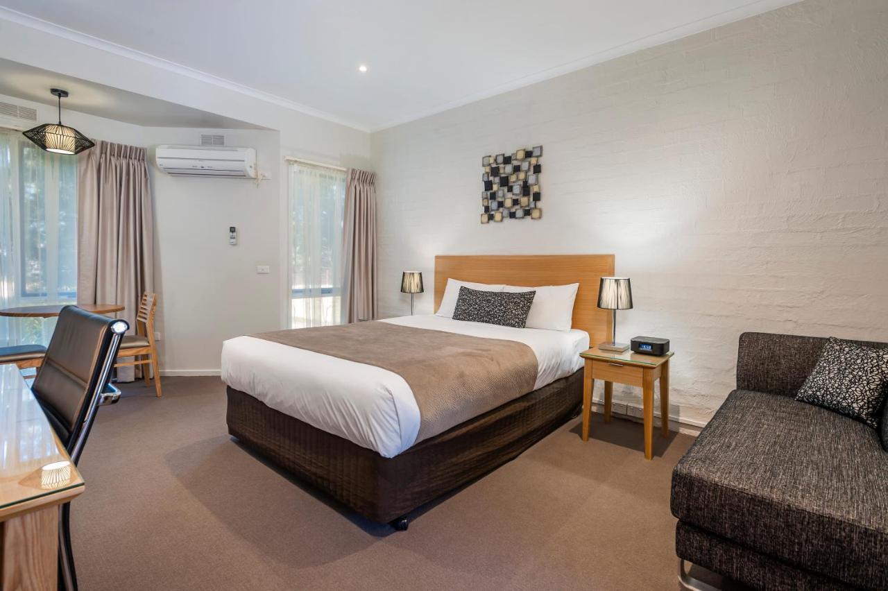 Отель  Comfort Inn Coach & Bushmans  - отзывы Booking