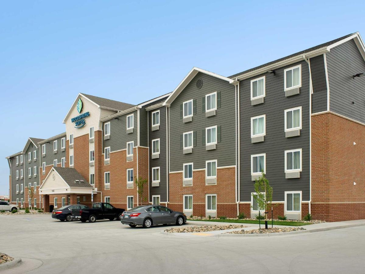 Отель  Отель  WoodSpring Suites Fargo