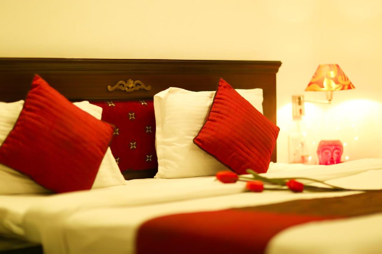 Отель  Отель  Hotel Kamla Palace