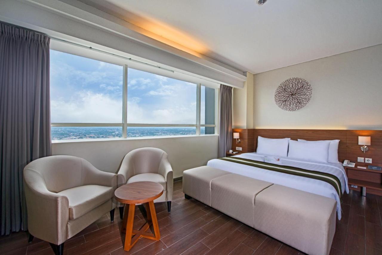 Отель  Отель  Grand Whiz Poins Simatupang Jakarta