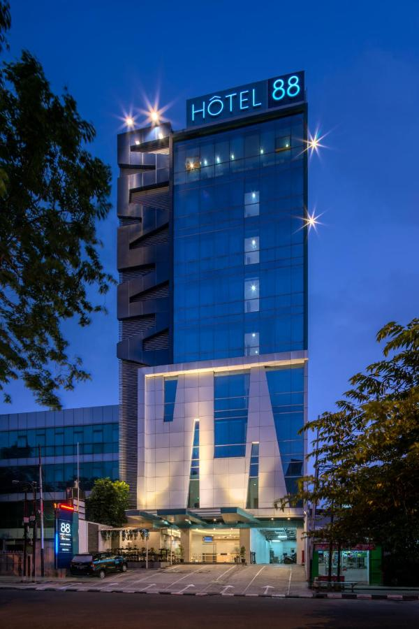 Отель  Hotel 88 Grogol  - отзывы Booking