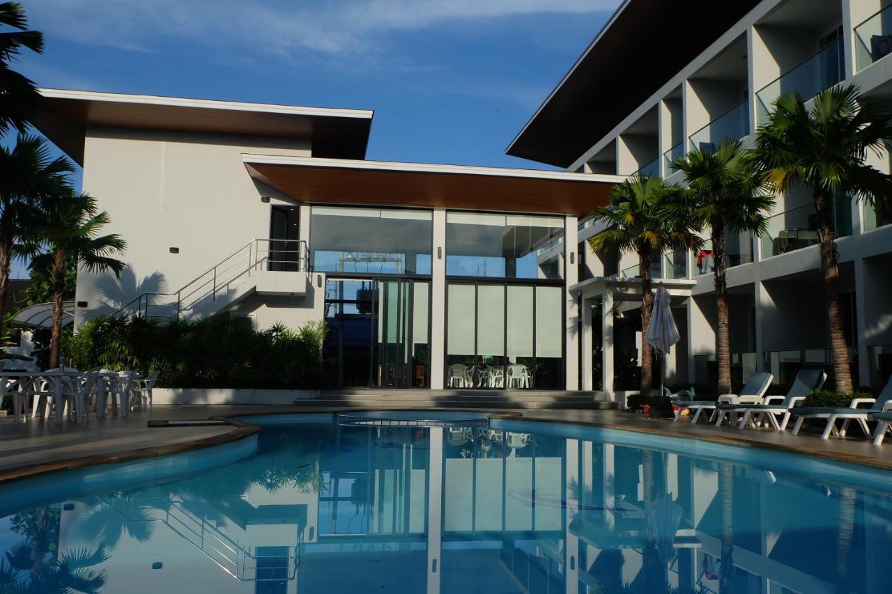 Курортный отель  Clear House Resort