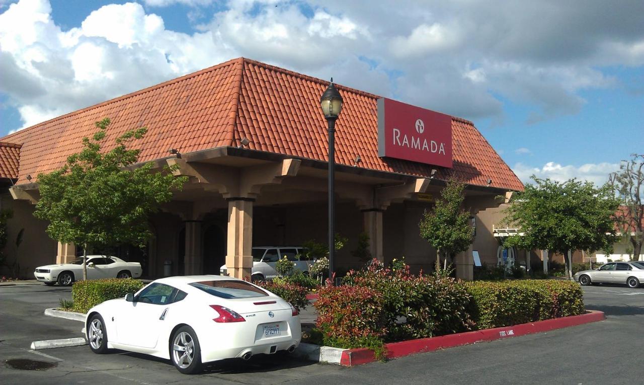 Отель  Отель  Ramada By Wyndham Fresno North