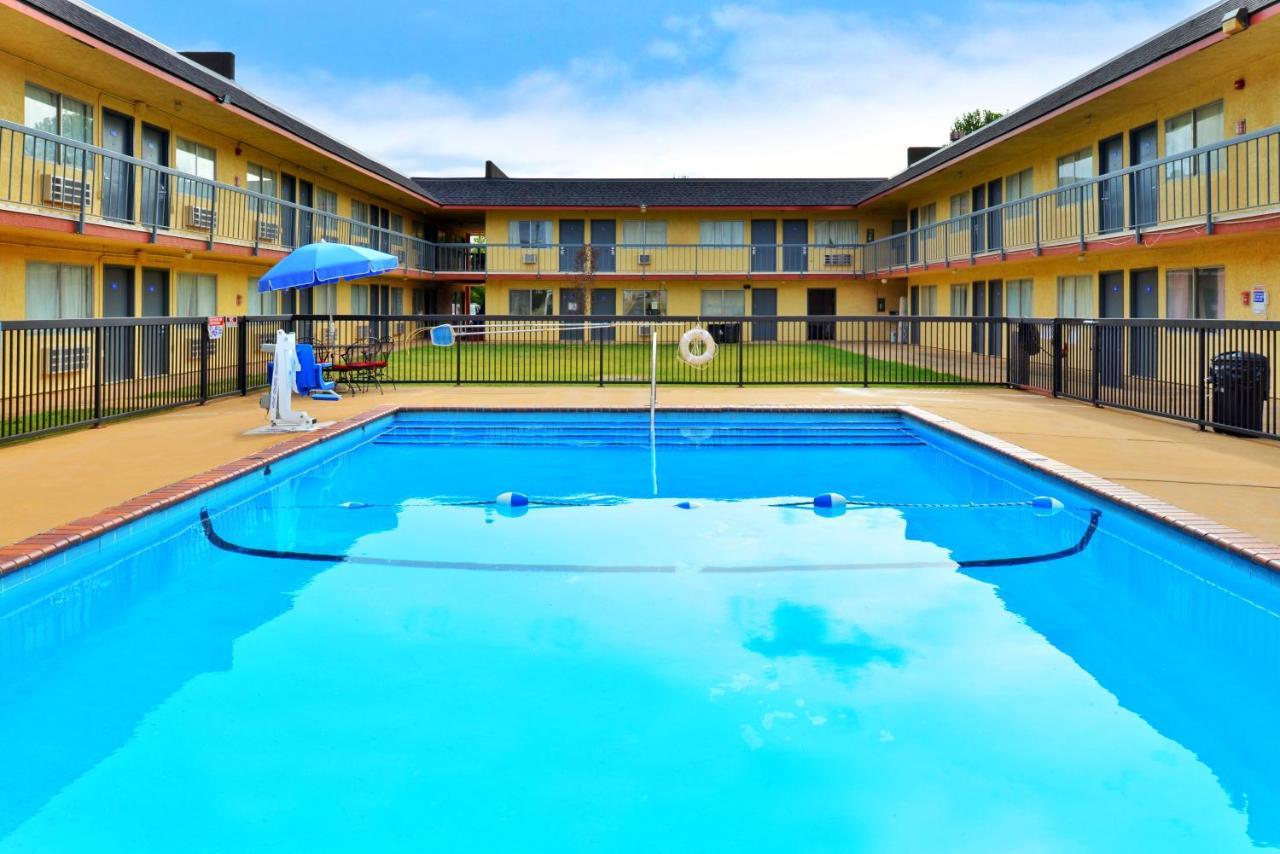 Мотель Castle Inn & Suites Chickasha