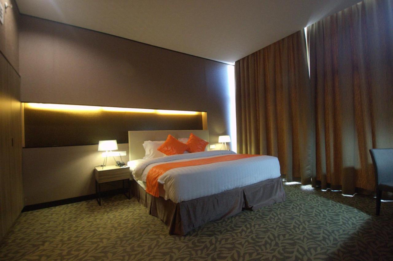 Отель  Grand Alora Hotel  - отзывы Booking