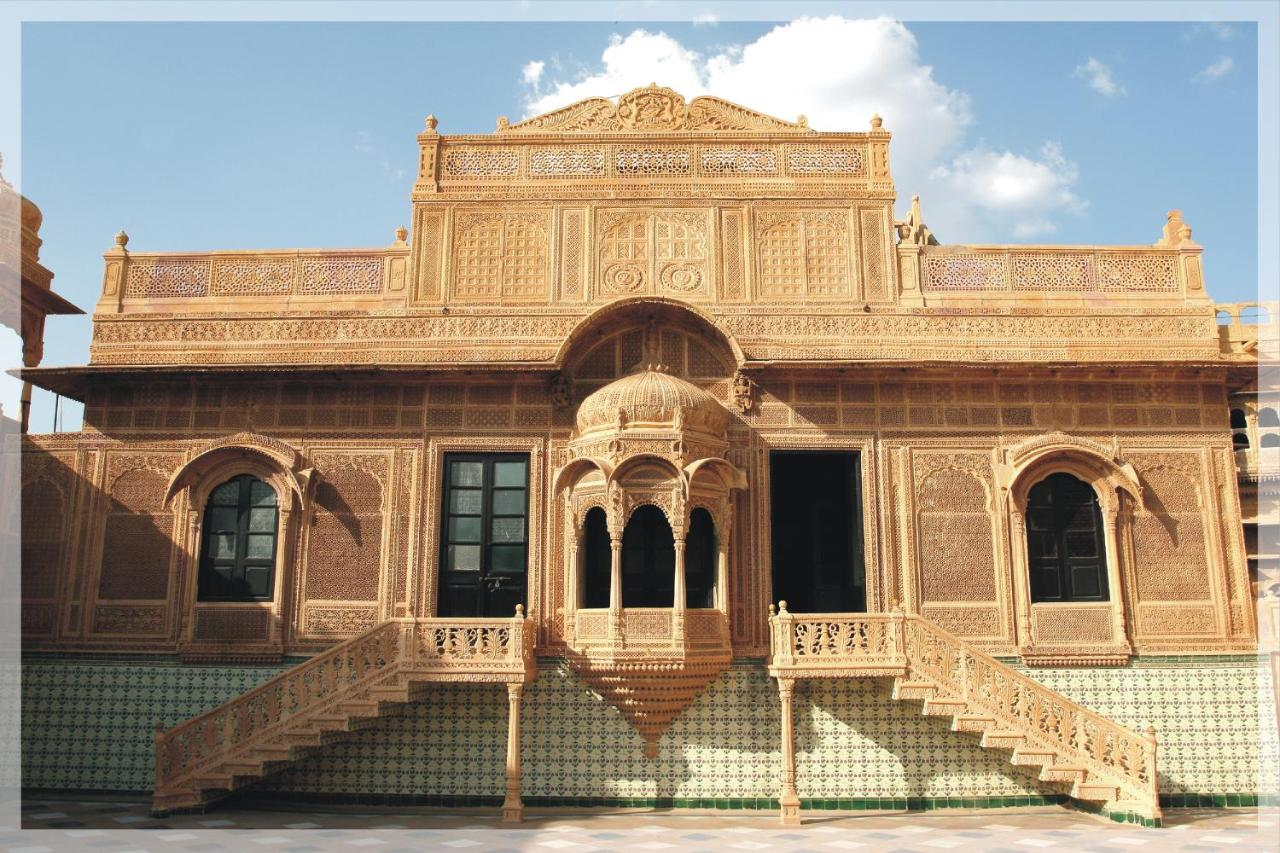 Отель  WelcomHeritage Mandir Palace  - отзывы Booking