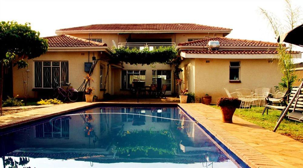 Отель типа «постель и завтрак»  Отель типа «постель и завтрак»  Simba Harare Lodge