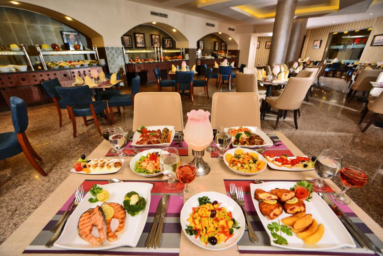 Ресторан / й інші заклади харчування у Royal Albatros Moderna - Families and couples only
