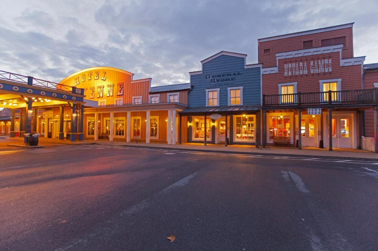 Отель  Disney's Hotel Cheyenne®  - отзывы Booking