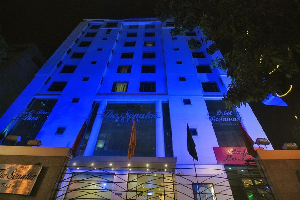 Отель  Отель  The Senator Hotel