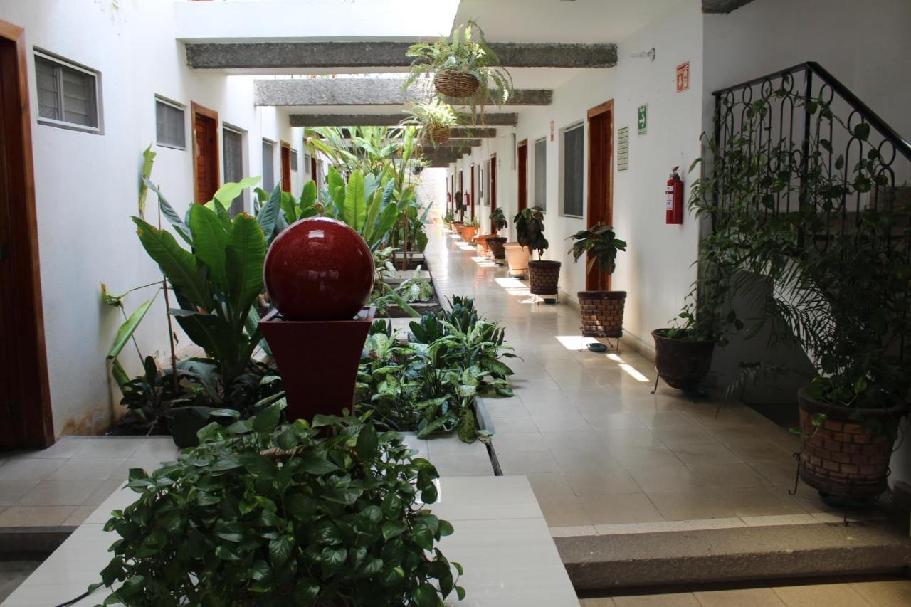 Отель  Hotel Casablanca Tuxtla  - отзывы Booking