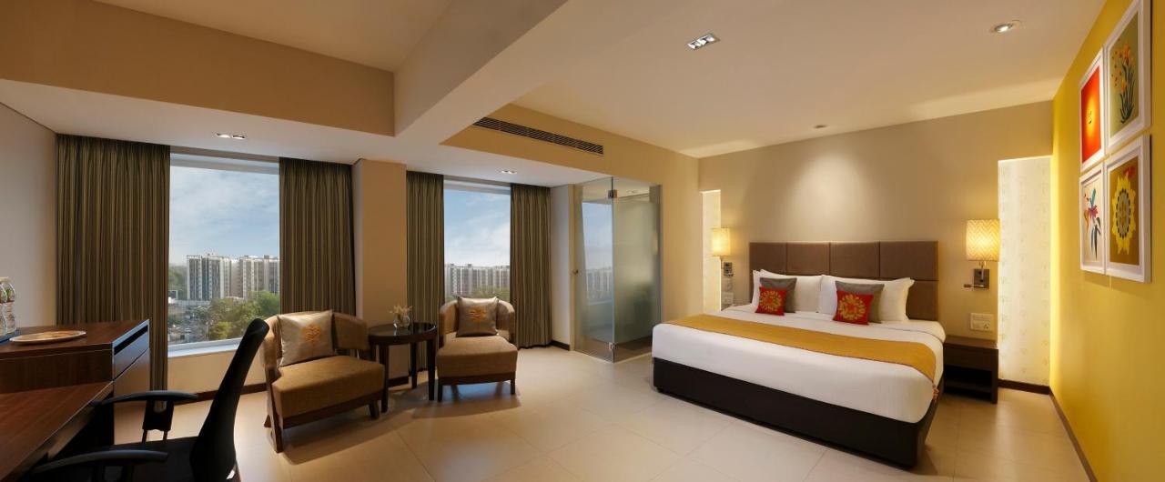 Отель Отель Grand Mercure Vadodara Surya Palace
