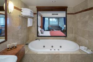 A bathroom at Arkaba Hotel