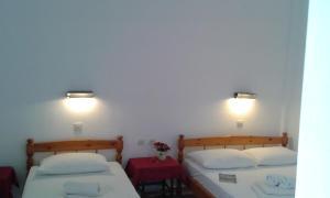 A bed or beds in a room at El Capitan